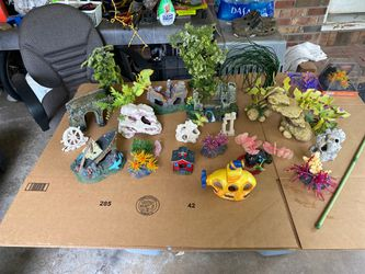 Fish tank decorations for Sale in Gastonia,  NC