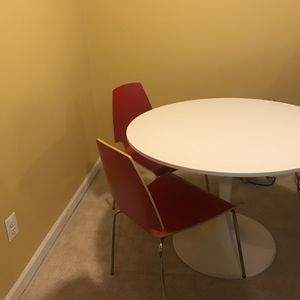 Round White Table, Red chairs for Sale in Alexandria, VA