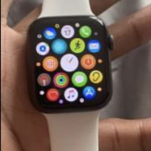 Apple Watch Series 5 44mm Unlocked for Sale in Bowie, MD