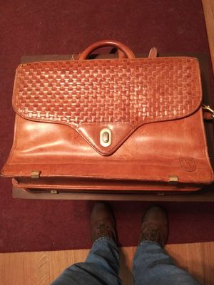 Hartman belting leather breifcase in very nice condition for Sale in KIMBERLIN HGT, TN