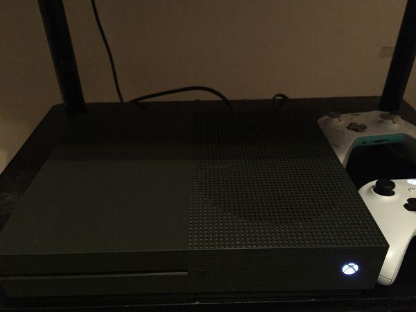 1TB Xbox one 50+ games
