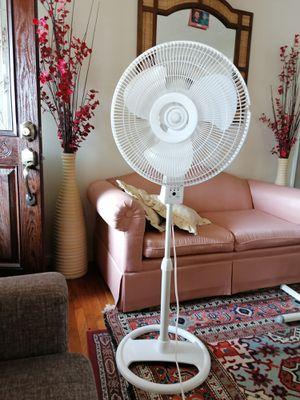 Like new Lakewood fan Oscillate 3 speed fan for Sale in Spring Valley, CA