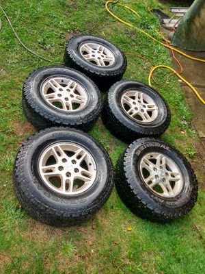 265/70/16 jeep wheels and tires for Sale in Olympia, WA