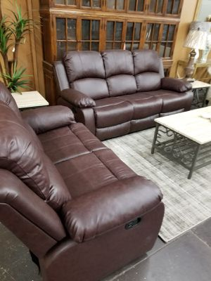 Brown leather reclining sofa and loveseat for Sale in Foothill Farms, CA