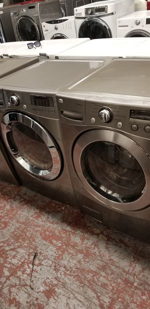 Lg washer and dryer front load set for Sale in San Antonio, TX