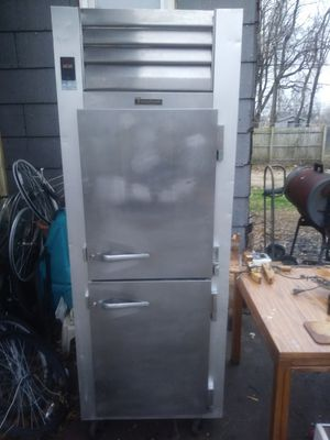 Traulsen upright freezer for Sale in Madison, IL