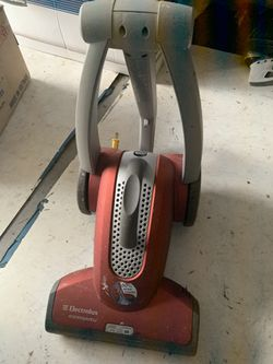 Electrolux vacuum for Sale in Tamarac,  FL