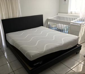 King bed frames new in the box with the mattresses FREE DELIVERY. White black or gray silver. for Sale in Pembroke Pines, FL