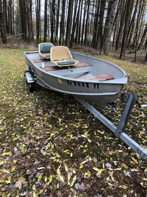 12 foot aluminum hard line deep V Fishing boat for Sale in Philadelphia, PA