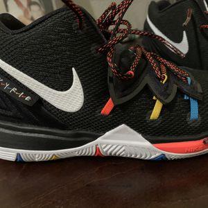 Kyrie Nike 5 Friends Basketball Shoes Kids for Sale in Turlock, CA