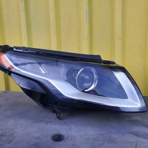 EVOQUE 2016 2017 2018 PASSENGER SIDE HEADLIGHT for Sale in Los Angeles, CA