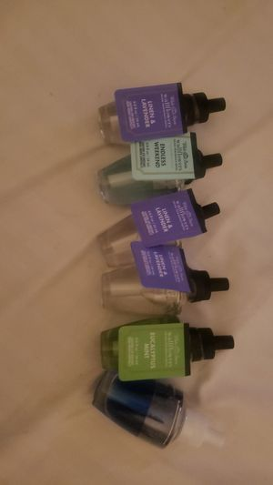 Bath and body work plug fragrance with plug for Sale in Wheeling, IL