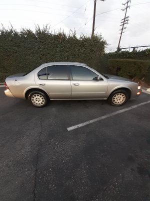 1999 nissan maxima GXE sedan 4d for Sale in Downey, CA