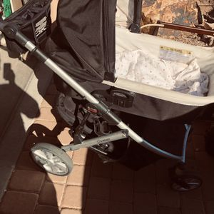 Britax B-ready Stroller, Rocker, Bassinet for Sale in Litchfield Park, AZ
