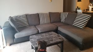 Sectional couch with 8 pillows for Sale in Reynoldsburg, OH