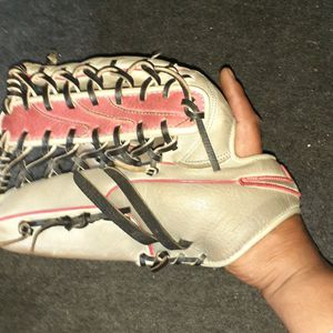 "12.5"" Lefty Baseball Mitt for Sale in San Diego, CA"