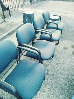 4 blue heavy duty office chairs for Sale in Port St. Lucie, FL