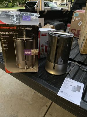 Cool mist humidifier for Sale in Modesto, CA