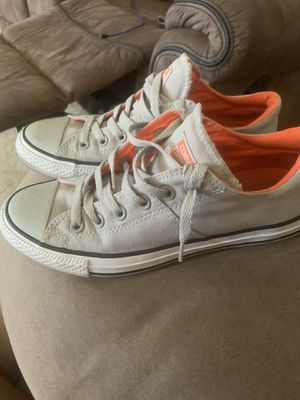 LIKE NEW WOMENS SIZE 8.5 CONVERSE SNEAKERS for Sale in Parma Heights, OH
