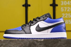 Jordan retro 1 low royal sz12 for Sale in Kissimmee, FL