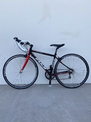 "FUJI ROAD BIKE SIZE TIRE 700"" SIZE FRAME 16"" for Sale in Santa Ana, CA"