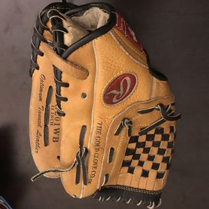 Youth baseball glove with SIGNED SIGNATURE for Sale in Forest Park, IL