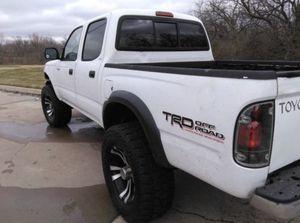 LIFTED TACOMA 4x4 SR5 TRD for Sale in Wichita, KS