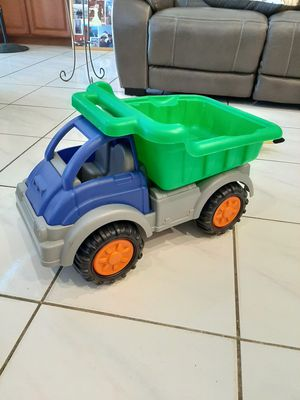 LIKE NEW Gigantic Dump Truck Toy for Sale in Orlando, FL