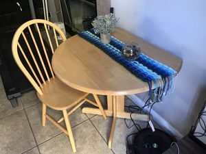 """2 chairs, 2 seater table with drop leafs on both sides. 36"""" diameter 29"""" high. for Sale in Lawndale, CA"""