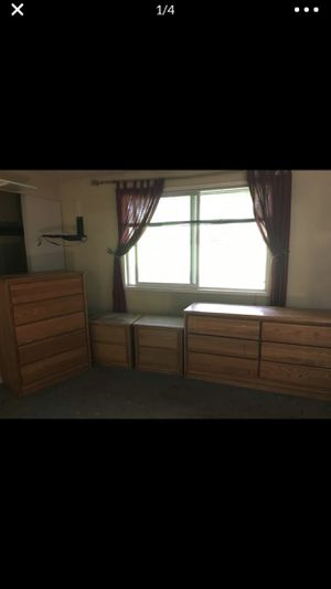 bedroom set for Sale in Federal Way, WA
