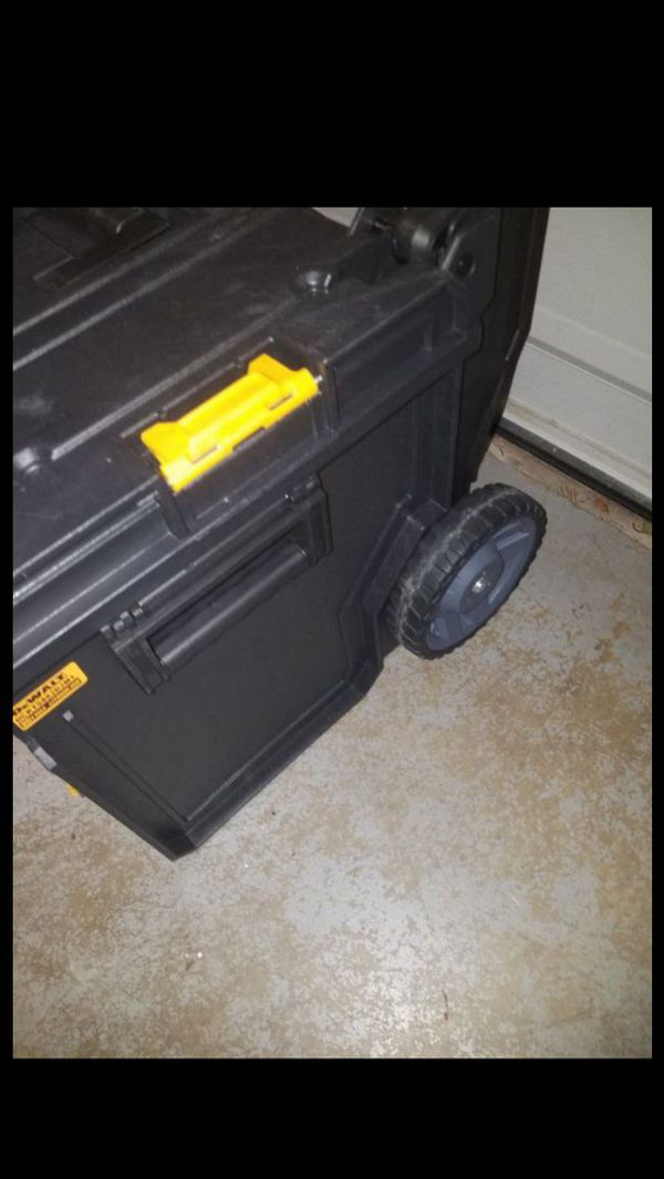 New dewalt Toughsystem DS450 tool box