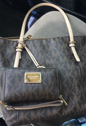 Michael Kors brown purse and wristlet for Sale in El Paso, TX