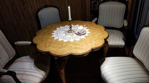 Beautiful Victorian style table and chairs for Sale in Federal Way, WA