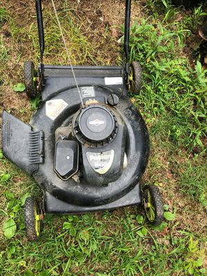 Briggs & strstton lawnmower for Sale in Kenbridge, VA