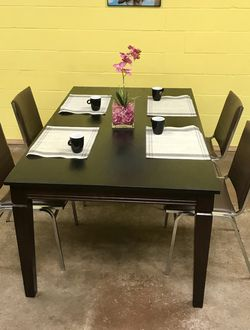 Dining table with 4 leather Chairs for Sale in San Diego,  CA