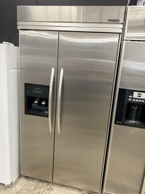 "KITCHENAID 42"" BUILT IN SIDE BY SIDE REFRIGERATOR IN STAINLESS STEEL WITH ICE/WATER DISPENSER for Sale in Burbank, CA"