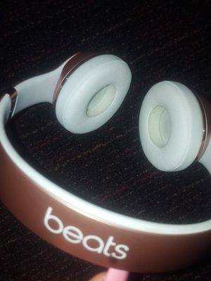 Beats solo 3 rose gold for Sale in Renton, WA