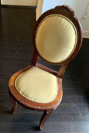 Antique Chair for Sale in Miami, FL