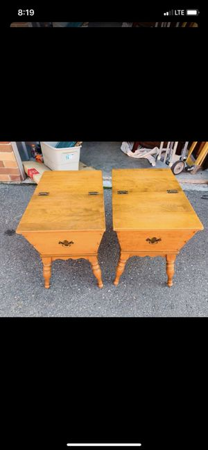 Beautiful Pair of Vintage Nutmeg End Tables for Sale in Mukilteo, WA