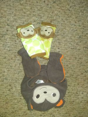 Baby hat gloves and seat belt covers for Sale in Keithville, LA