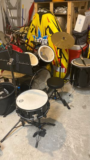 Drum set with music stand, sticks and a practice pad for Sale in Riverview, FL