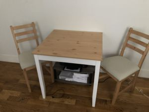 Small kitchen table with 2 chairs for Sale in Brooklyn, NY