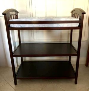 GRACO baby changing table - Cherry finish for Sale in VLG WELLINGTN, FL
