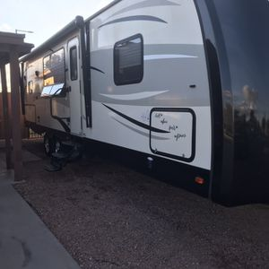 2014 vibe extreme light 33 foot travel trailer with slide out lots of extras must see for Sale in Phoenix, AZ
