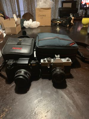 7 film cameras includes 3 cases Pentax canon Praktika for Sale in St. Louis, MO