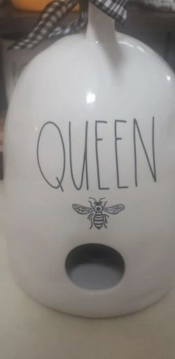 Rae Dunn Queen Bee Birdhouse for Sale in North Port,  FL