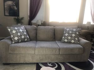 Like new couch! for Sale in Glendale, AZ