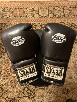 Cleto Reyes Boxing Gloves - 12 oz for Sale in Los Angeles, CA