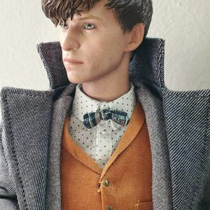 Hot Toys Sideshow Collectibles Newt Scamander Harry Potter Figure for Sale in Orange, CA