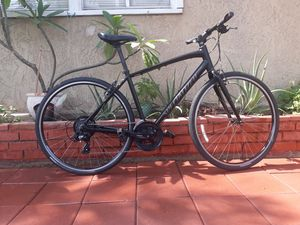 Specialized Sirrus hybrid bicycle size:M Shimano 21 Speed for Sale in Pico Rivera, CA